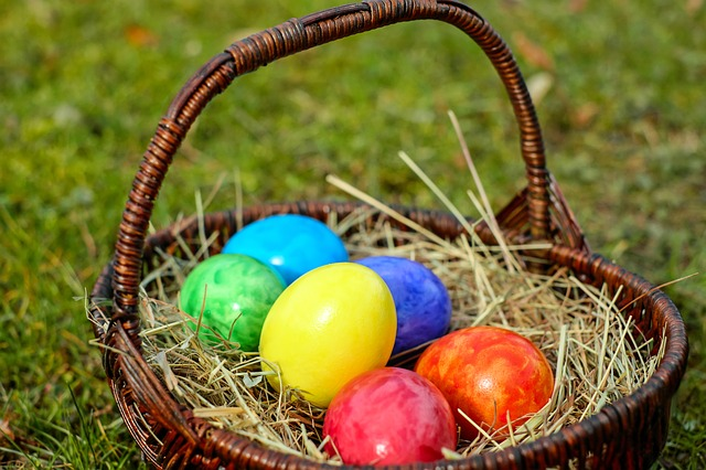 Life in the uk handbook a guide for new residents 3rd edition easter eggs often chocolate eggs given as presents on easter day negle Images